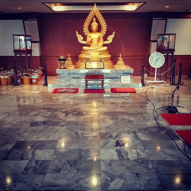 Making merit at the #temple #buddhism