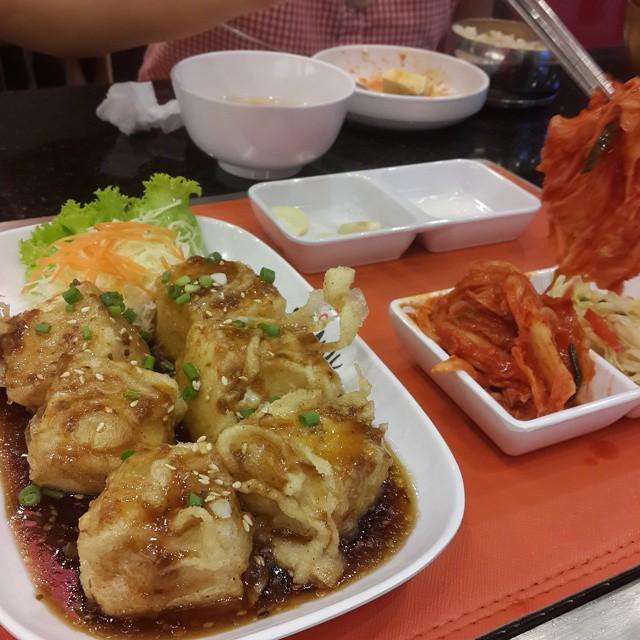 Fried tofu and #kimchi #koreanfood #Vegetarian