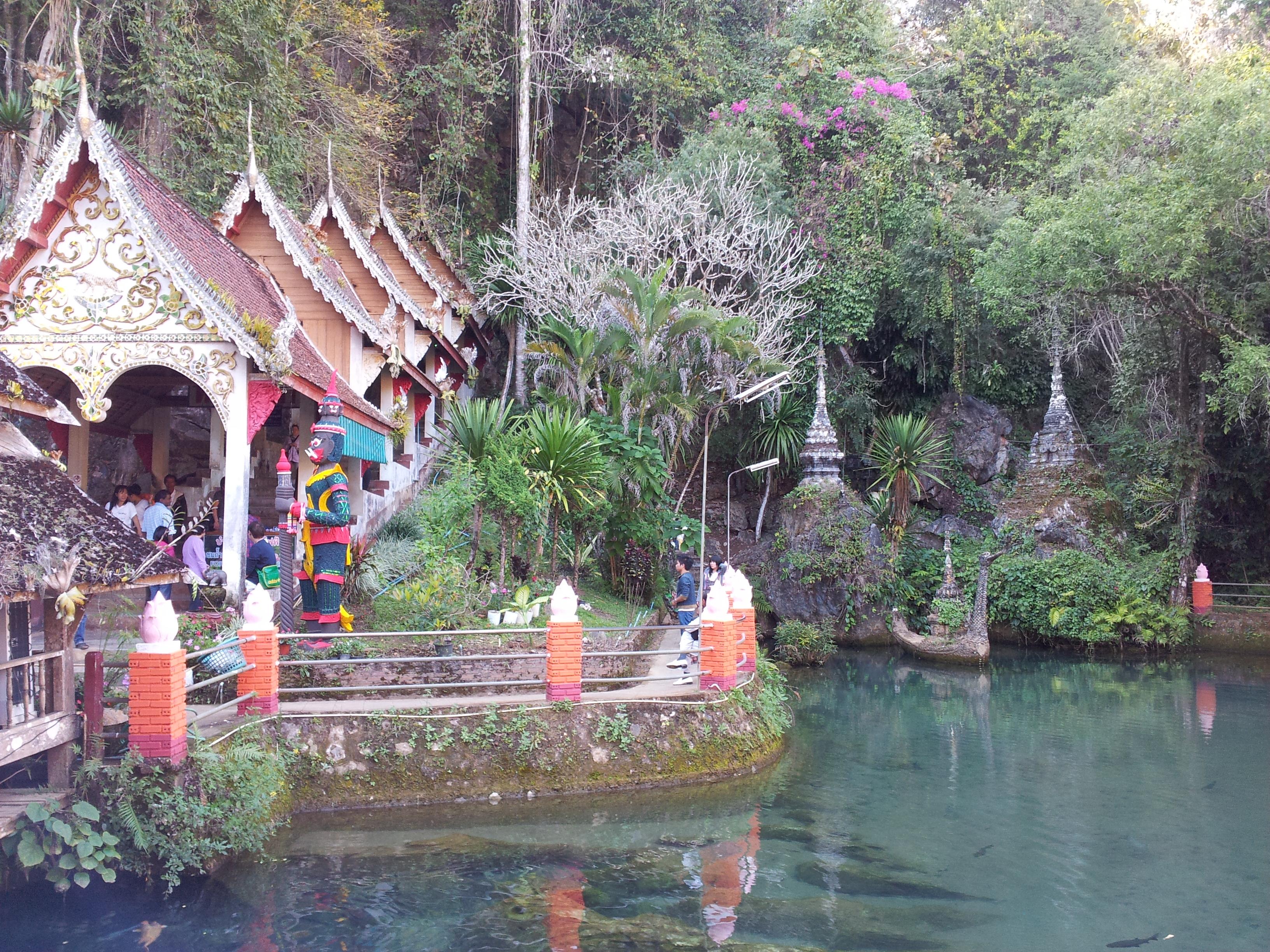 Wat Tham Chiang Dao cave entrance